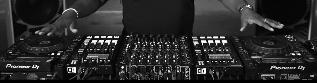 Carl Cox Consolle.How I Play Carl Cox Richie Hawtin Underground Music Terrace